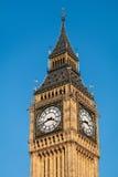 LONDON/UK - 2月13日:大本钟看法在一个晴天在Lond 免版税库存照片
