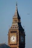 LONDON/UK - 2月13日:大本钟看法在一个晴天在Lond 库存照片