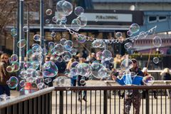 LONDON/UK - 3月21日:沿南银行的泡影在伦敦 图库摄影