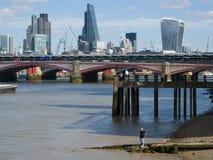 LONDON/UK - 9月12日:泰晤士河和Skyl的看法 库存图片