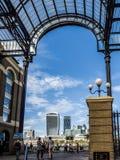 LONDON/UK - 9月12日:老和现代建筑学f看法  库存照片