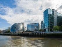 LONDON/UK - 9月12日:香港大会堂和其他现代大厦 免版税库存图片
