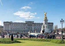 LONDON/UK - 2月18日:维多利亚纪念外部白金汉P 库存图片