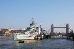 LONDON/UK - 2月13日:HMS贝尔法斯特在伦敦在2月的伦敦 图库摄影
