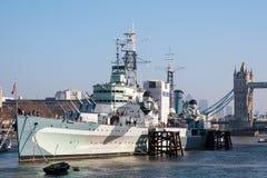 LONDON/UK - 2月13日:HMS贝尔法斯特在伦敦在2月的伦敦 免版税库存图片