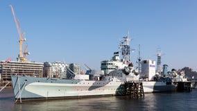 LONDON/UK - 2月13日:HMS贝尔法斯特看法在Febru的伦敦 库存照片