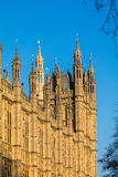 LONDON/UK - 2月13日:Parliamen被日光照射了议院的看法  库存照片