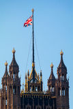 LONDON/UK - 2月13日:Parliamen被日光照射了议院的看法  免版税库存图片