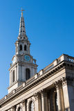 LONDON/UK - 3月7日:St马丁在这领域教会特拉法加S 免版税库存图片