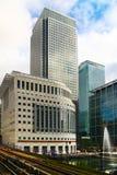 LONDON UK - APRIL 24, 2014: Canary Wharf DLR hamnkvarterstation i London Royaltyfri Fotografi