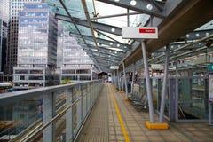 LONDON UK - APRIL 24, 2014: Canary Wharf DLR hamnkvarterstation i London Fotografering för Bildbyråer