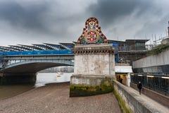 LONDON UK - APRIL 9, 2013: London Catham och Dover Railway Invicta royaltyfria bilder