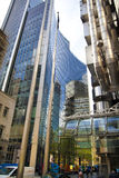 LONDON UK - APRIL 24, 2014: Stad av London en av den leda mitten av global finans, högkvarter för ledande banker, Lloyeds Royaltyfri Bild