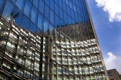 LONDON UK - APRIL 24, 2014: Stad av London en av den leda mitten av global finans, högkvarter för ledande banker, Lloyeds Arkivbilder