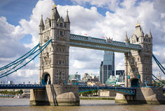 LONDON, UK - AUGUST 22 : Tower Bridge in London on August 22, 20. 14. Unidentified people Royalty Free Stock Photos