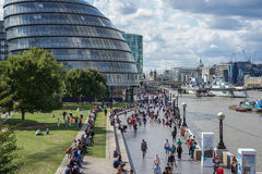 LONDON, UK - AUGUST 22 : View of City Hall and promenade in Lond Royalty Free Stock Photography