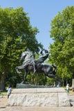 LONDON UK - AUGUSTI 01: Häst- och ryttareskulptur kallade Physica Royaltyfri Bild
