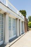 LONDON UK - AUGUSTI 01: Ingång till det Serpentine Gallery byggandet Arkivbilder