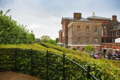 LONDON UK - Augusti 18, 2017: Kensington slott Arkivbild