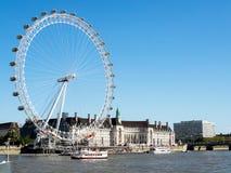 LONDON/UK - AUGUSTI 15: Sikt av det London ögat i London på Augu Arkivfoto