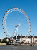 LONDON/UK - AUGUSTI 15: Sikt av det London ögat i London på Augu Royaltyfria Foton
