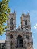 LONDON/UK - AUGUSTI 15: Sikt av yttersidan av den Westminster abben Arkivbilder