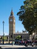 LONDON/UK - AUGUSTI 15: Solbelyst sikt av Big Ben i London på Augu Arkivbild