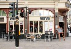 London UK - Augusti 17, 2010: utvändig sikt av fartbaren i Londo Royaltyfria Bilder