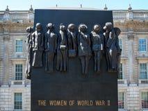 LONDON/UK - 15 AUGUSTUS: De Vrouwen van Wereldoorlog IIstandbeeld in Whit royalty-vrije stock afbeelding