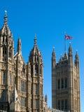 LONDON/UK - 15 AUGUSTUS: Mening van de Zonovergoten Huizen van het Parlement Royalty-vrije Stock Foto's