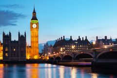 London UK. Big Ben och flodThemsen Arkivfoton