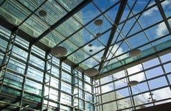 LONDON UK - CANARY WHARF, moderna glass byggnader för MARS 22, 2014 Arkivbilder