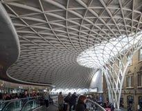 LONDON/UK - 24 DE FEBRERO: Reyes Cross Station en Londres en Febru Foto de archivo