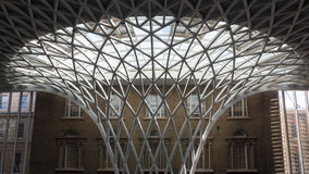 LONDON/UK - 24 DE FEBRERO: Reyes Cross Station en Londres en Febru Imágenes de archivo libres de regalías