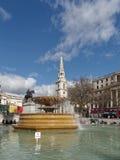 LONDON/UK - 24 DE FEBRERO: Vista de Trafalgar Square en Londres encendido Fotos de archivo libres de regalías