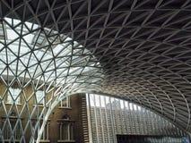 LONDON/UK - 24 DE FEVEREIRO: Reis Cruz Estação em Londres em Febru Fotografia de Stock Royalty Free