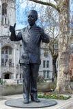 LONDON/UK - 21 DE MARÇO: Monumento a Nelson Mandela em Londres em M Fotos de Stock