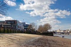 LONDON/UK - 21 DE MARÇO: Veja acima do rio Tamisa em Londres em março Imagens de Stock Royalty Free