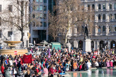 LONDON/UK - 7 DE MARÇO: A violência masculina do fim para mulheres reagrupa em T Imagens de Stock Royalty Free