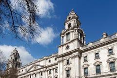 LONDON/UK - 21 DE MARÇO: Vista da construção do Tesouraria em Londres o Imagens de Stock