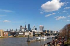 LONDON/UK - 21 DE MARZO: Vea abajo del Támesis a la ciudad de Londo Fotografía de archivo libre de regalías