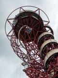 LONDON/UK - 13 DE MAYO: La escultura de la órbita de ArcelorMittal en el Qu Imagen de archivo