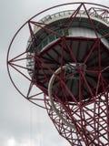 LONDON/UK - 13 DE MAYO: La escultura de la órbita de ArcelorMittal en el Qu Foto de archivo libre de regalías