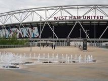 LONDON/UK - 13 DE MAYO: Nuevo estadio de West Ham FC en la reina Elizabeth Imagen de archivo libre de regalías