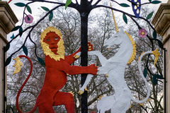 LONDON UK - DECEMBER 9: Drottning Elizabeth Gate på Hyde Park i L arkivfoto