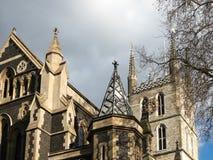 LONDON/UK - 24. FEBRUAR: Ansicht des Southwark-Kathedralenturms und Lizenzfreie Stockfotografie