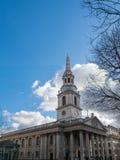 LONDON/UK - 24. FEBRUAR: St.-Martin-in-d-Feld-Kirche in Traf Lizenzfreie Stockfotos
