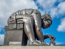 LONDON/UK - 24 FEBRUARI: Beeldhouwwerk van Newton door Eduardo Paolozz royalty-vrije stock afbeeldingen