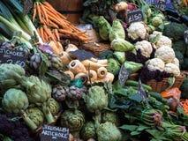 LONDON/UK - 24 FEBRUARI: Groenten voor Verkoop in Stadsmarkt Royalty-vrije Stock Foto's