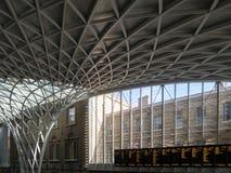 LONDON/UK - 24 FEBRUARI: Koningen Dwarspost in Londen op Febru Royalty-vrije Stock Foto
